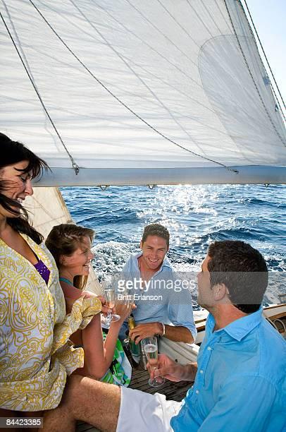 two couples champagne on sailboat - navigation de plaisance photos et images de collection