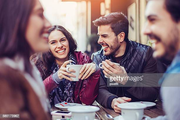 two couples drinking tea and coffee - encontro social - fotografias e filmes do acervo