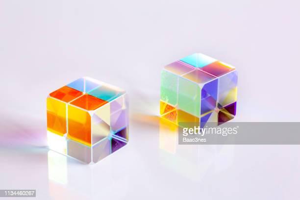 two cube prisms - reflexo efeito de luz imagens e fotografias de stock