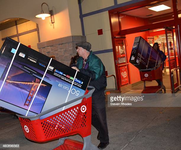 CONTENT] Two customers leave Target with 50 large screen TVs in their shopping carts on Thanksgiving during an early Black Friday sale It was later...