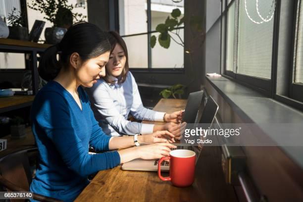 2 人のデザイナー共有オフィスで偶然の出会い。