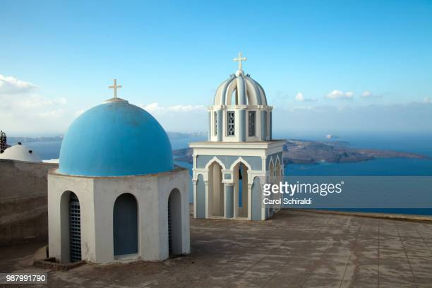 two domes of blue church, firostefani, cyclades, greece - carol schiraldi stock pictures, royalty-free photos & images