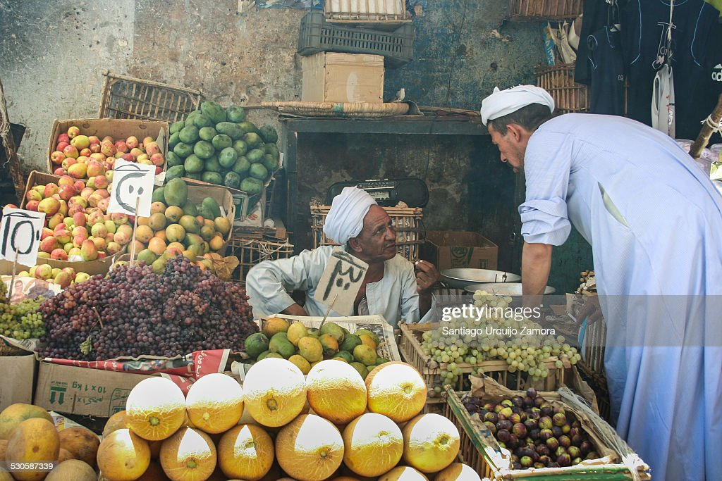 Egyptian men talking at a vendor´s street stall : News Photo
