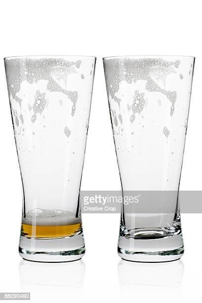 two empty beer / lager glasses  - vaso de cerveza fotografías e imágenes de stock
