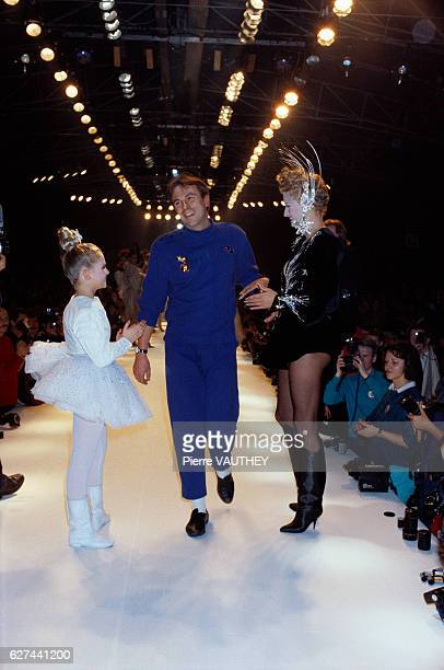 Two fashion models wearing tutus applaud German fashion designer Thierry Mugler during his autumnwinter 19861987 fashion show in Paris Mugler...