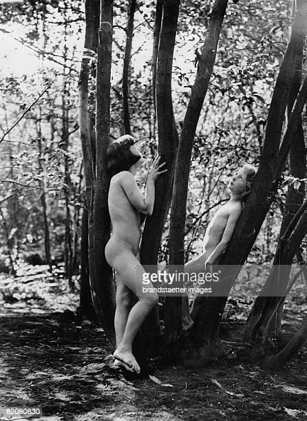 Two female members of a nudist colony in the wood Photograph Around 1935 [Zwei weibliche Mitglieder einer Nudistenkolonie im Wald Photographie Um...