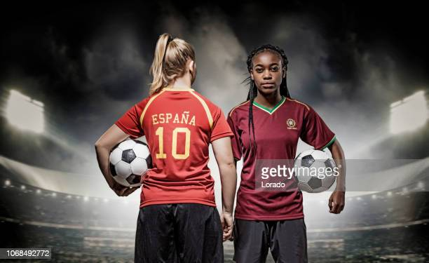 two female soccer players - calcio di squadra foto e immagini stock