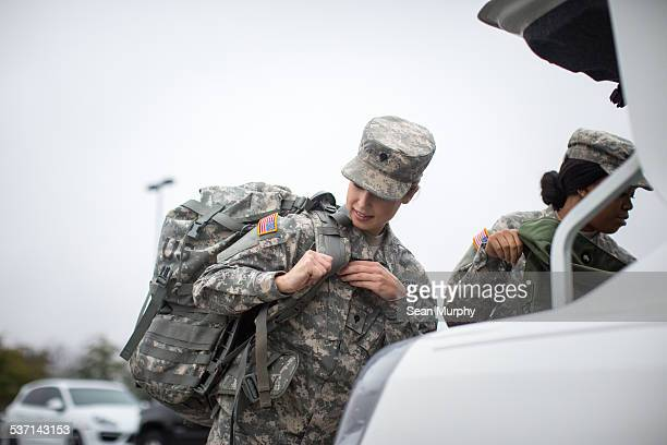 two female soldiers packing a car - military training stock pictures, royalty-free photos & images