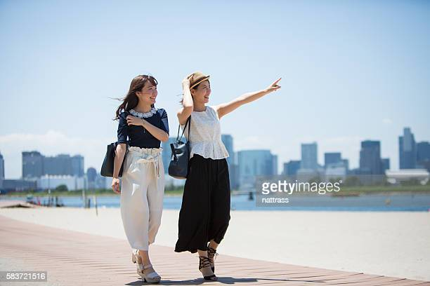 two female tourists in their own city - travel destinations ストックフォトと画像