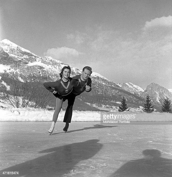 Two figure skaters performing a figure during the VII Olympic Winter Games Cortina d'Ampezzo 1956