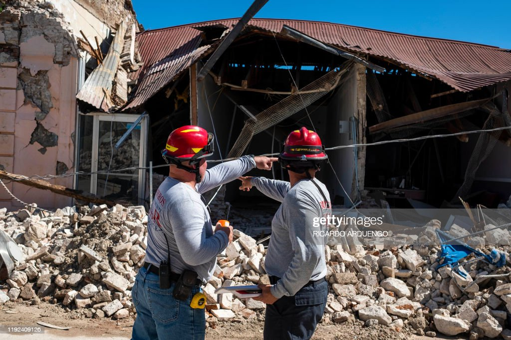 TOPSHOT-US-PUERTORICO-QUAKE : News Photo