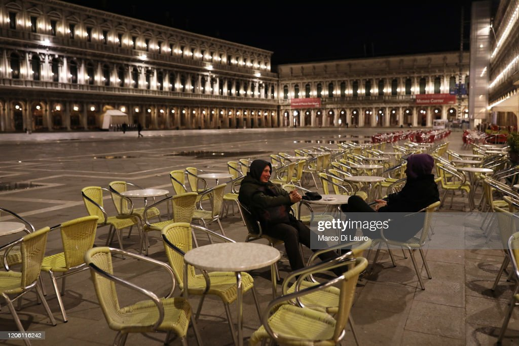 Italy Quarantines Lombardy And Veneto Regions To Slow COVID-19 Spread : ニュース写真