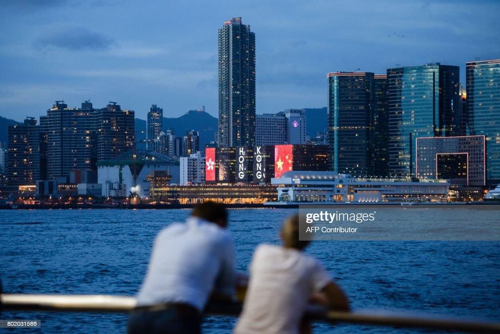 HONG KONG-CHINA-POLITICS-HANDOVER-LIFESTYLE : News Photo