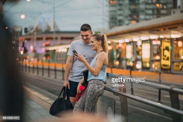 two friends dressed in athleisure clothing waiting for a tram - melbourne australia foto e immagini stock