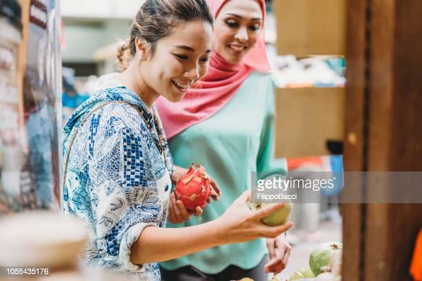 two friends having shopping at the market together - filippo mango foto e immagini stock