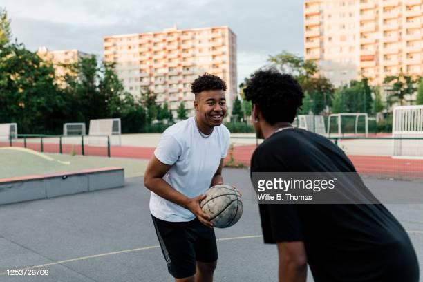 two friends playing one on one basketball - trefferversuch stock-fotos und bilder