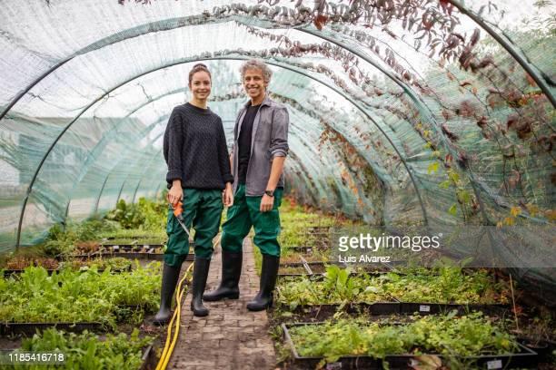 two garden workers standing together - 20 anos - fotografias e filmes do acervo