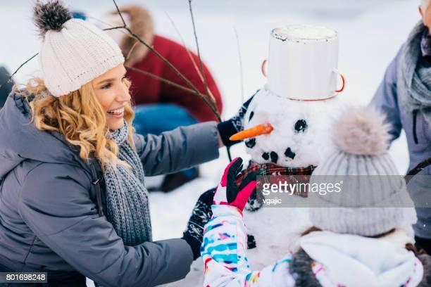 Zwei-Generationen-Familie Spaß im Freien im Winter