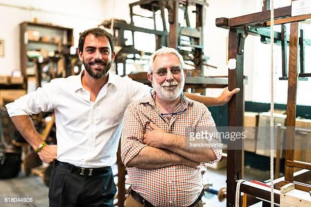 Zwei Generationen Industrial Besitzer der Fabrik innen