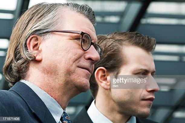 2 つの世代のビジネスマン
