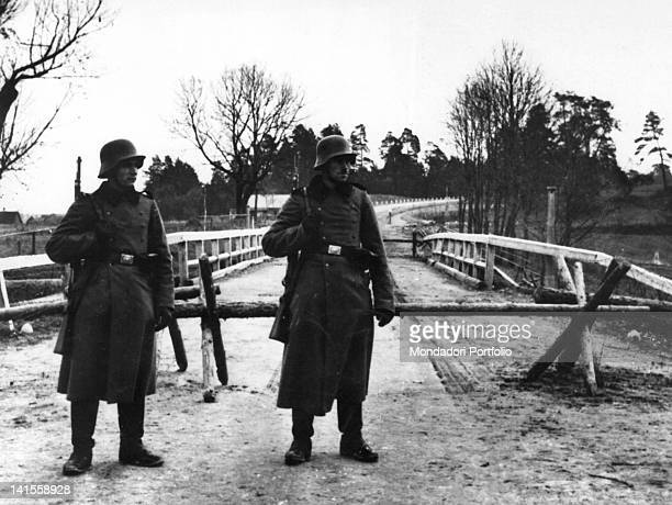 Two German sentries in front of the blockade that defines the border with the Russian army Augustow October 1939