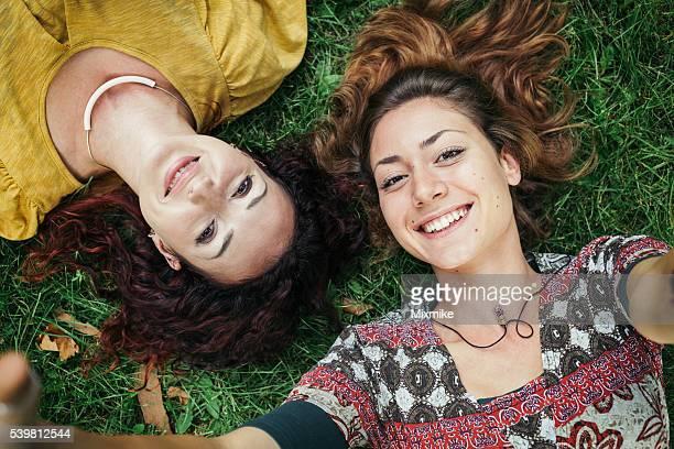 Dos niñas que autofoto