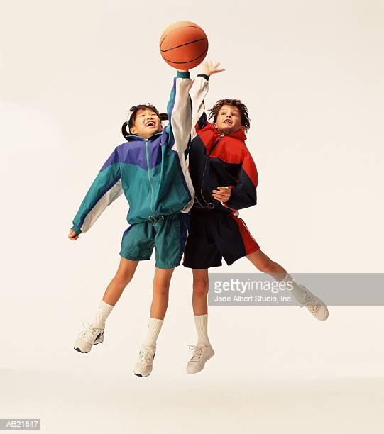 two girls (8-10) playing basketball - jaqueta - fotografias e filmes do acervo