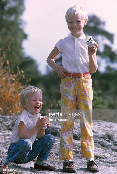 two girls playing with mud ice-cream - 1967 stock pictures, royalty-free photos & images