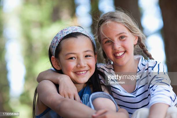 two girls, portrait - 10 11 jaar stockfoto's en -beelden