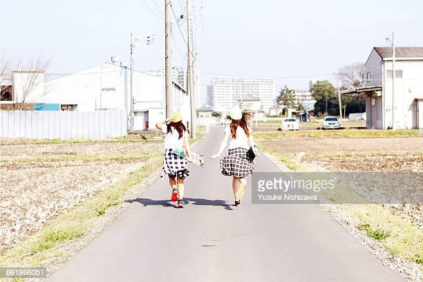 two girls skaters start running - yusuke nishizawa bildbanksfoton och bilder