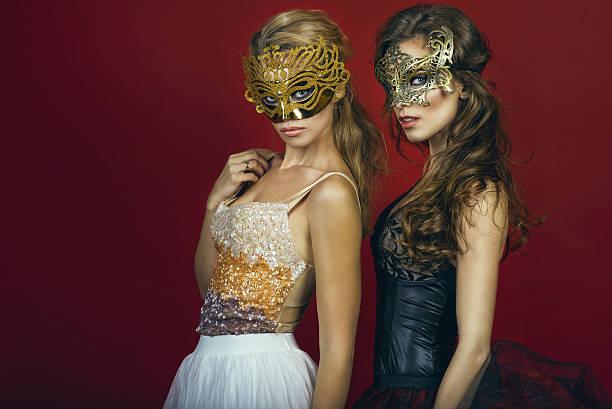 Жена изменяет мужу в маске в бал маскараде