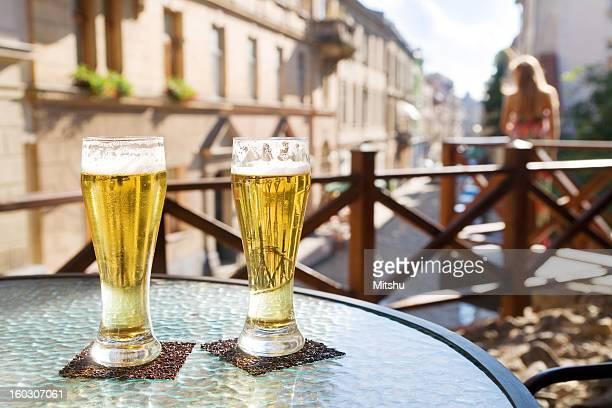 Deux verres de bière au terrace Café