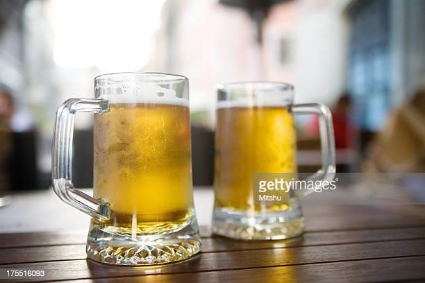 2 杯のビール