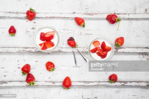 two glasses of greek yogurt with berries - ティースプーン ストックフォトと画像