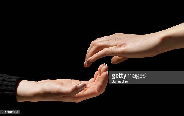 2 つの手から手を超越するように、1 つの - 説得 ストックフォトと画像