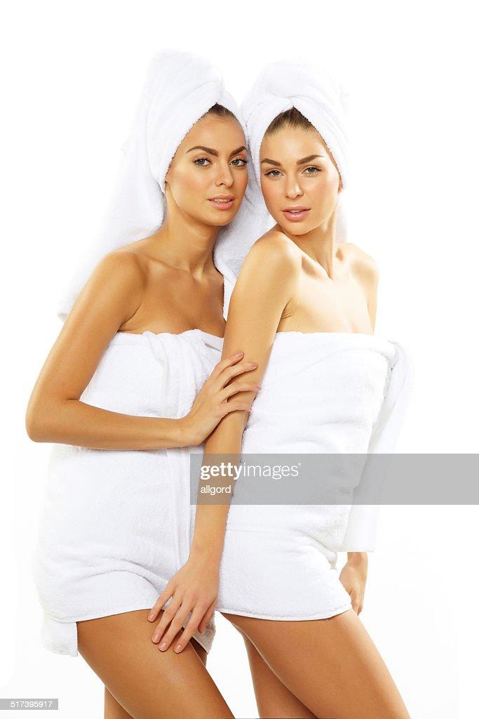ragazze con ragazze in doccia