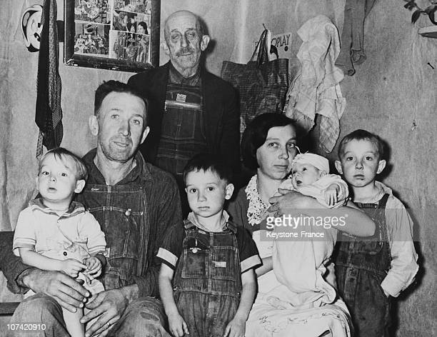 Two Headed New Born Family Picture At Bristol In Usa On November 1939