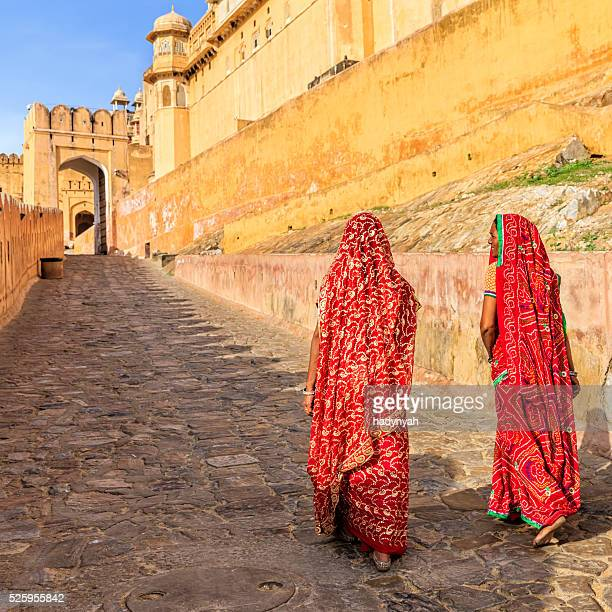 two indian women on the way to amber fort, india - amber fort stockfoto's en -beelden