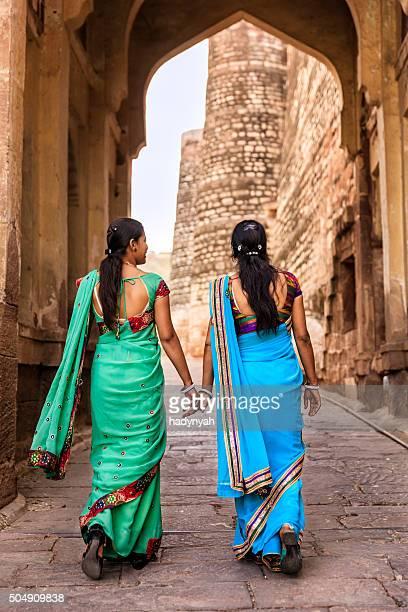 Deux femmes indiennes sur la façon de Mehrangarh Fort, Inde