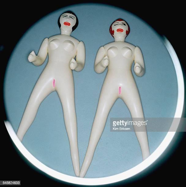 two inflatable dolls - bambola gonfiabile foto e immagini stock