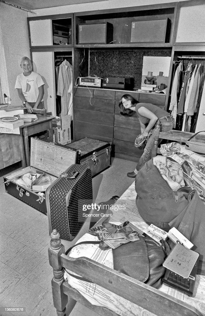 Jackson Freshman In Their New Dorm Room : News Photo