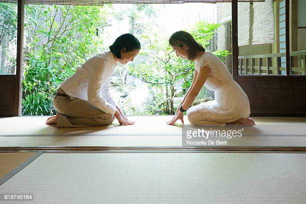 two japanese women bowing with respect - social grace stock pictures, royalty-free photos & images