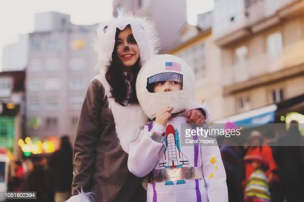 two kids dressed up in halloween  costumes.astronaut and wolf - disfraz fotografías e imágenes de stock