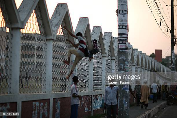 Two kids, one big, one small....crossing the fence from the mosque's field where the others play cricket....from the rickshaw.... NOT...