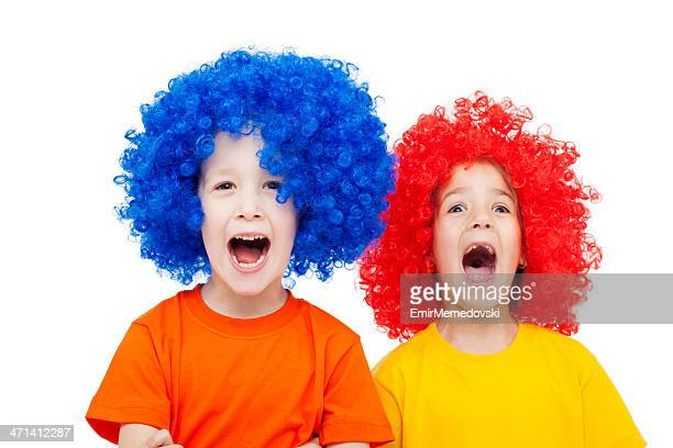 Two kids with wig