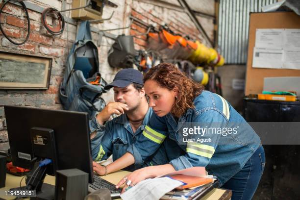 two latin people working at a computer - サルタ州 ストックフォトと画像