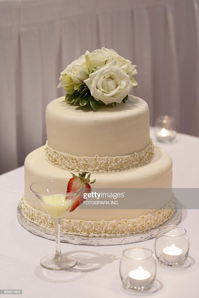 how to get a wedding cake level two level wedding cake stock photo getty images 15733