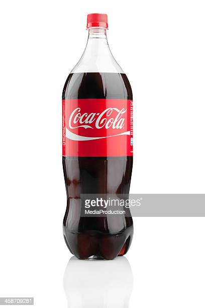 2-liter-flasche von coca cola - pepsi stock-fotos und bilder