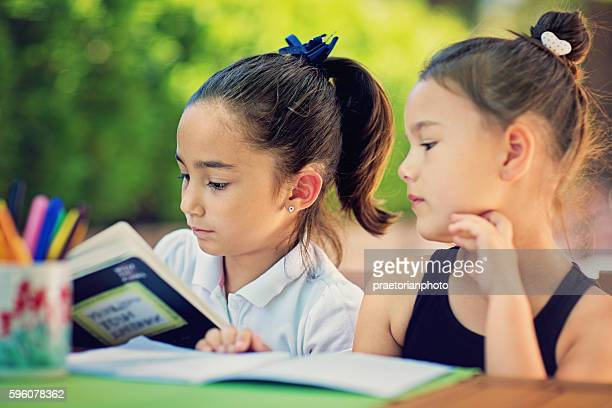 two little girls are learning their lessons - literatura - fotografias e filmes do acervo