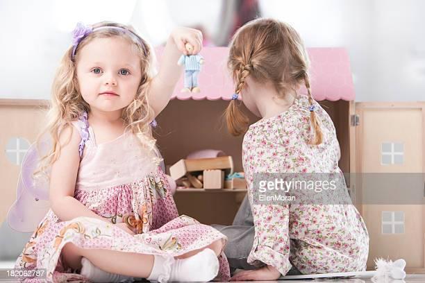 Zwei kleine Mädchen